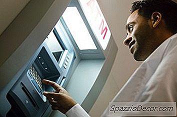Wat Gebeurt Er Als U Het Verkeerde Accountnummer Voor Directe Storting Schrijft?