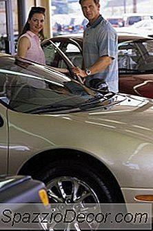 Opties Voor Een Persoon Die Een Auto Koopt Met Een Negatief Eigen Vermogen En Beperkt Krediet