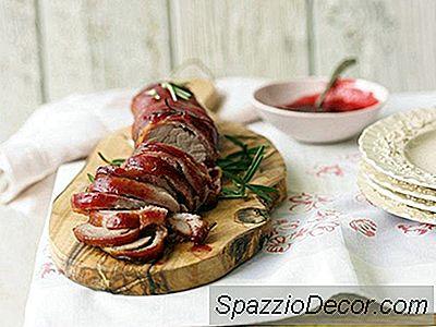 Lombinho De Porco Envolto Em Bacon Com Glacê De Alecrim-Arando