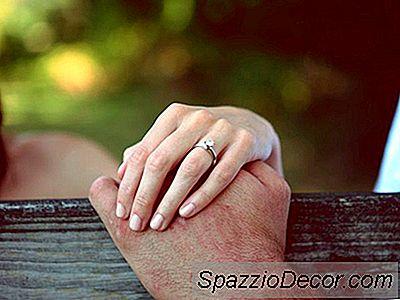 Hoe Uw Engagement En Trouwringen Te Verzekeren