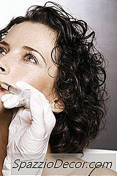 Deveres De Trabalho De Um Cirurgião Plástico
