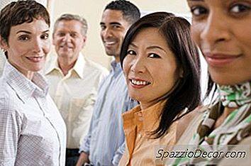 Quali Sono Alcuni Esempi Tipici Di Diversità Culturale Nella Forza Lavoro?