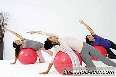 Abdominals, Quadril E Coxas Exercem Com Uma Bola