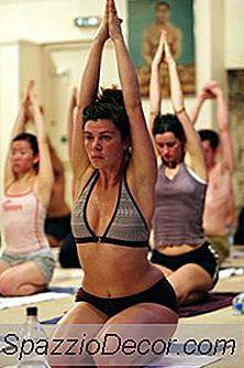 Bikram Yoga Poses For Styrke Bygning