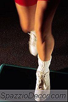Gjøre Dumbbell Step-Ups Bli Kvitt Fett Eller Bare Bygge Muskel?