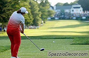 Golfboren Die Roteren Door De Impact Van Het Torso