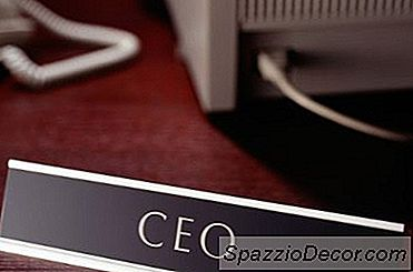 Een Lijst Van Ceos-Compensaties Vs. Gemiddeld Salaris