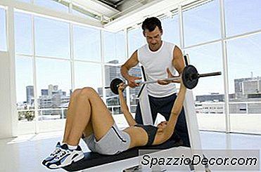 Entrenamientos Para Los Grupos De Bíceps Y Músculos Del Pecho